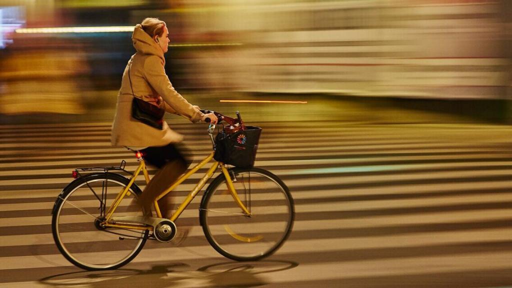 "Digital 1. plads Carsten Langkjær ""Gul cykel under ung kvinde"""